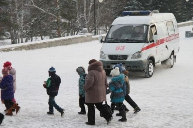 В Самаре рабочий, чистивший снег, рухнул с пятого этажа