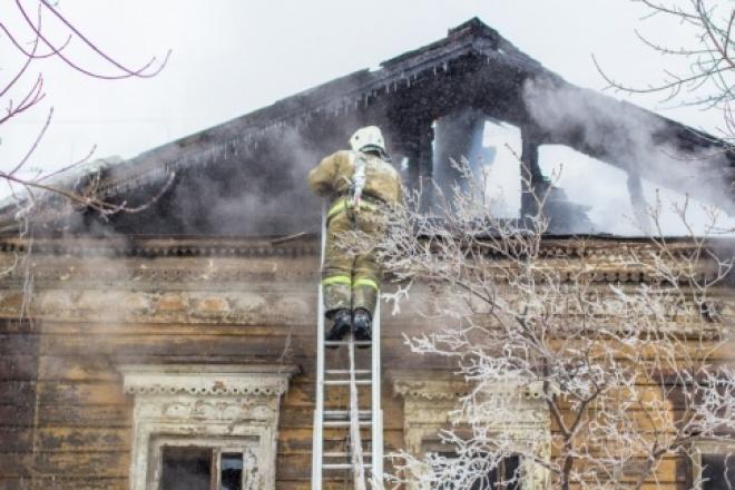 Из-за обогревателя погибли трое: по факту пожара на Большой Караванной возбудили уголовное дело
