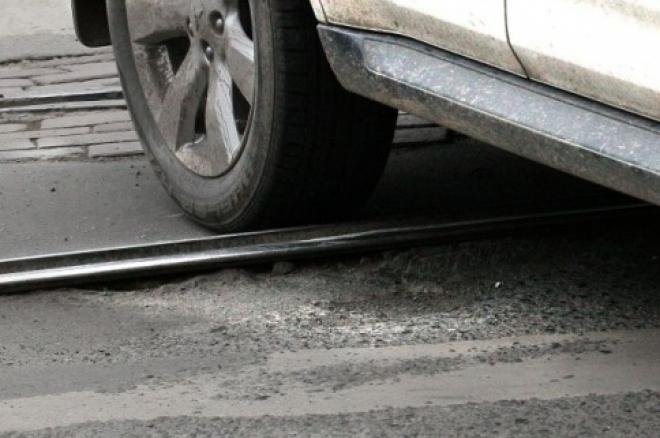 На Московском шоссе в Самаре не поделили дорогу трамвай № 13 и легковая машина