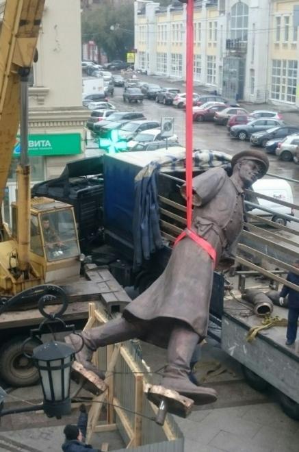 На улице Ленинградской устанавливают скульптуру Дяди Степы