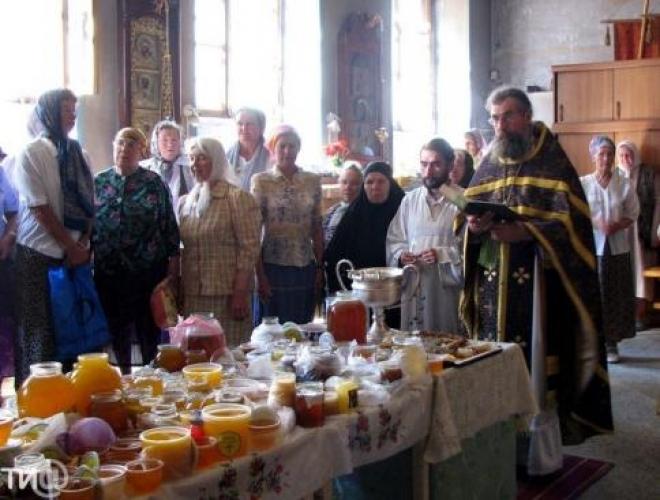 Православные верующие Самары встретили медовый спас