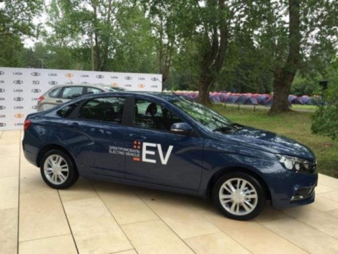 «АвтоВаз» презентовал первый электромобиль на базе Lada Vesta