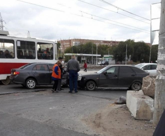 В Самаре на пересечении Московского шоссе и ул. Ташкентской парализовало трамваи